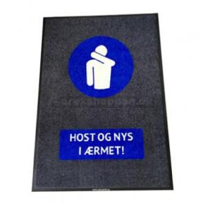 Måtte med logo Host og nys i ærmet! 90x150cm